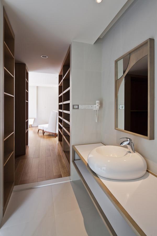 Biệt thự đẹp 3 tầng hiện đại có cây xanh kết hợp bể bơi trên tầng thượng-010
